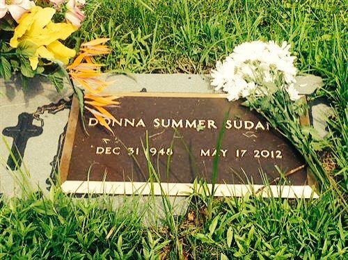 Donna Summer: Harpeth Hills Memory Gardens Cemetery, Bellevue, TN ...