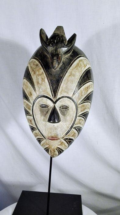 Maison de ventes aux enchères en ligne Catawiki: Masque africain - KWELE - Gabon