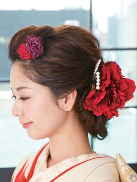 「人気急上昇の和装で結婚式をあげたい!を叶える基礎知識①」では和装の基本についてまとめました。 今回は花嫁の美しさを引き立ててくれる髪型や小物、ブーケ、