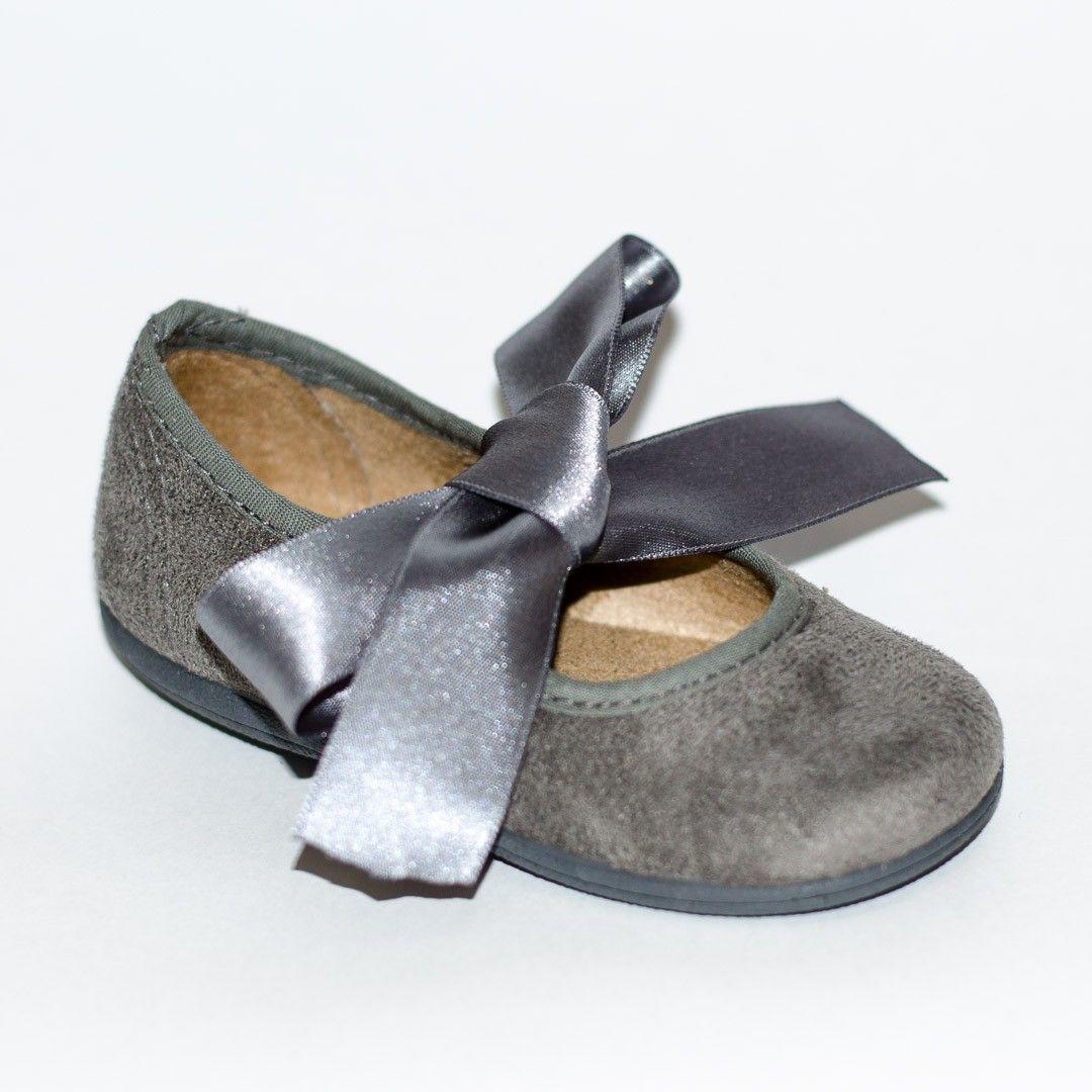 1033b547da4 ¡Calzado infantil de calidad en Adrielsmoda.es! Merceditas piel gris para  niña