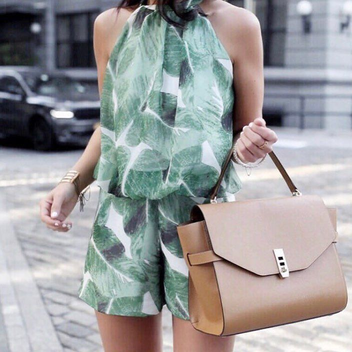 """""""Mi piace"""": 3,157, commenti: 119 - Sarah Lindner (@thehouseofsequins) su Instagram: """"Summer has just begun and I semi live in this romper! To shop this post head over to the blog or …"""""""