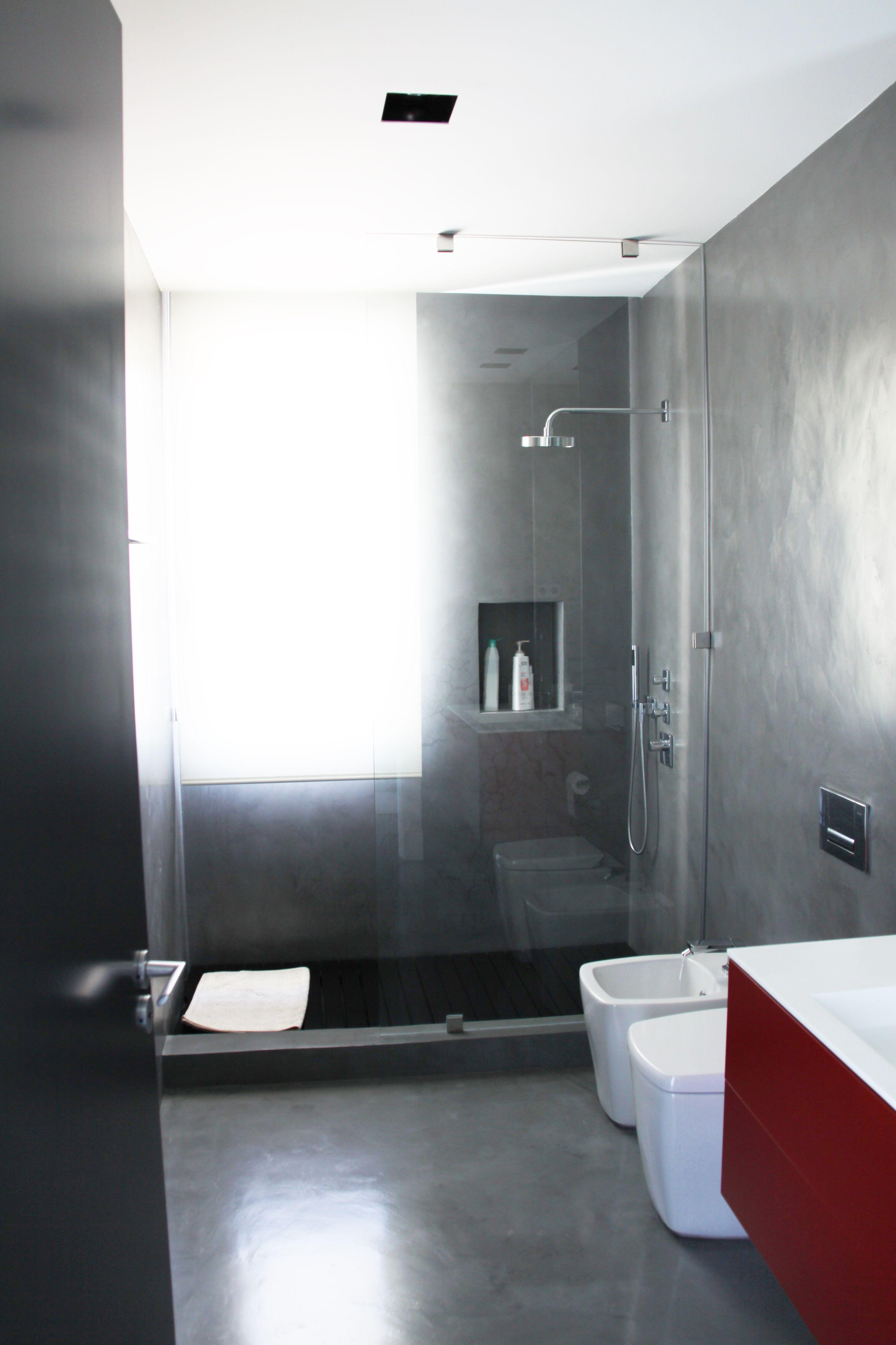 Microcemento en ba os peque os duchas de microcemento for Ideas decorativas para cocinas pequenas