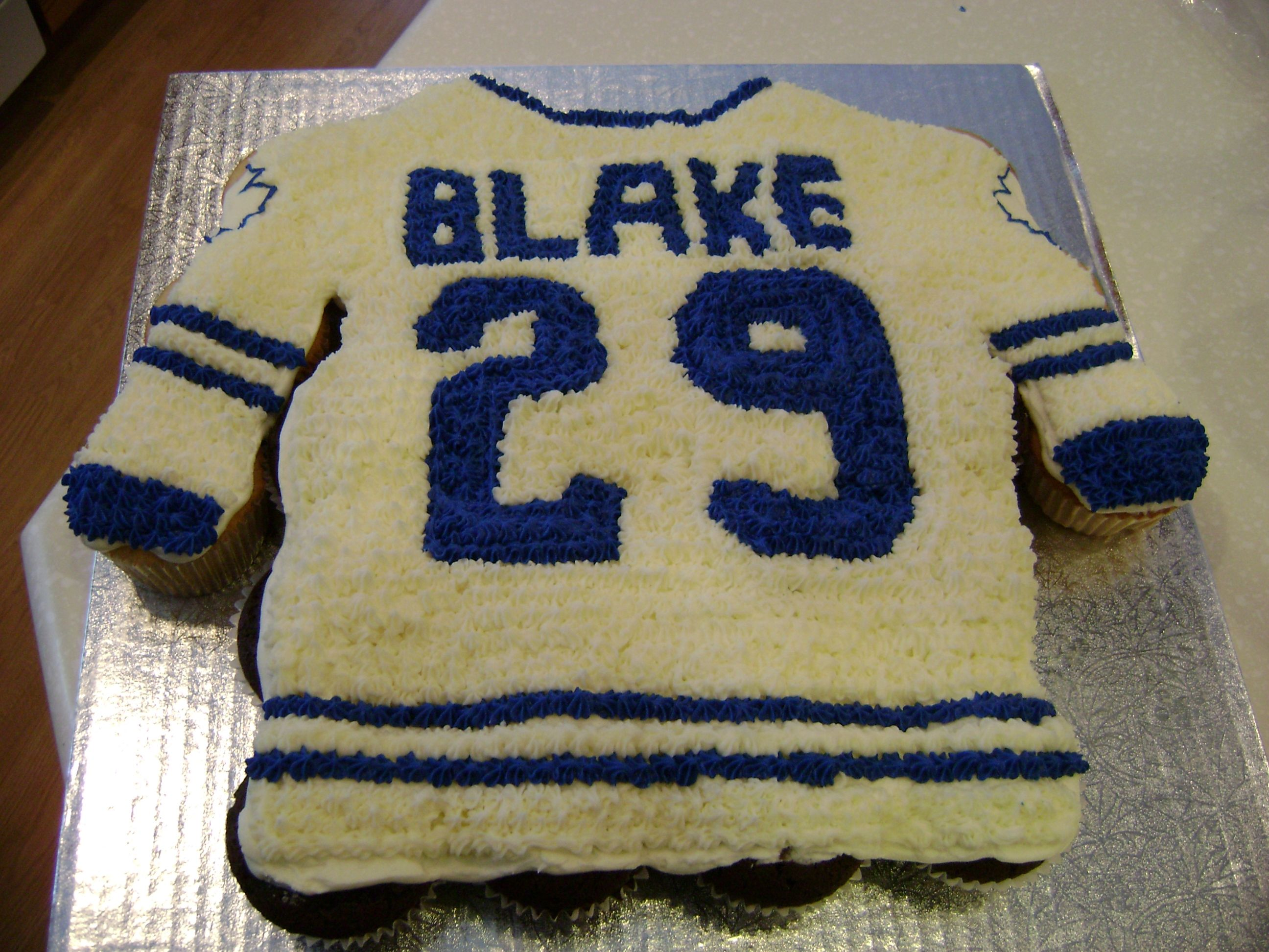 Cake For Landon Pull Apart Cupcake Cake Cake Pulls Pull Apart Cake