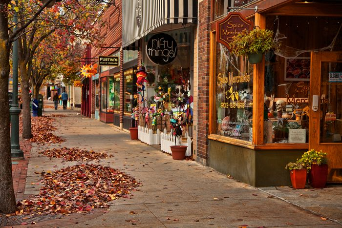Who Wouldn T Like Autumn In The Big Cherry Traverse City Michigan Fall Front Street Traverse City Traverse City Michigan Traverse City Michigan Fall