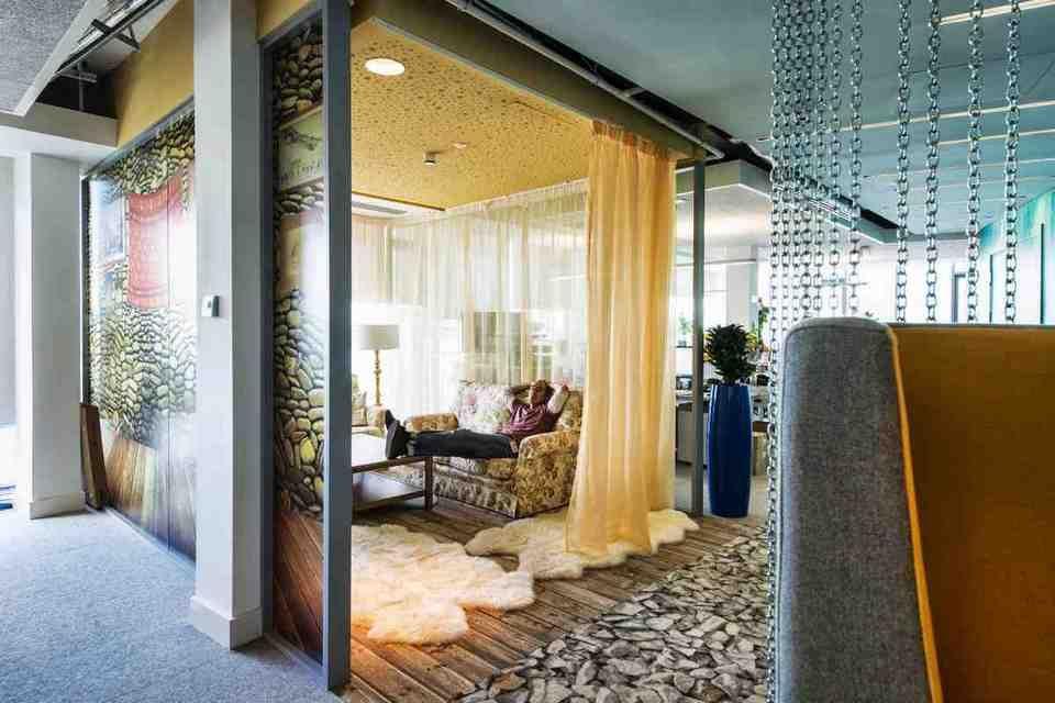Beautiful Relaxing Office Decor
