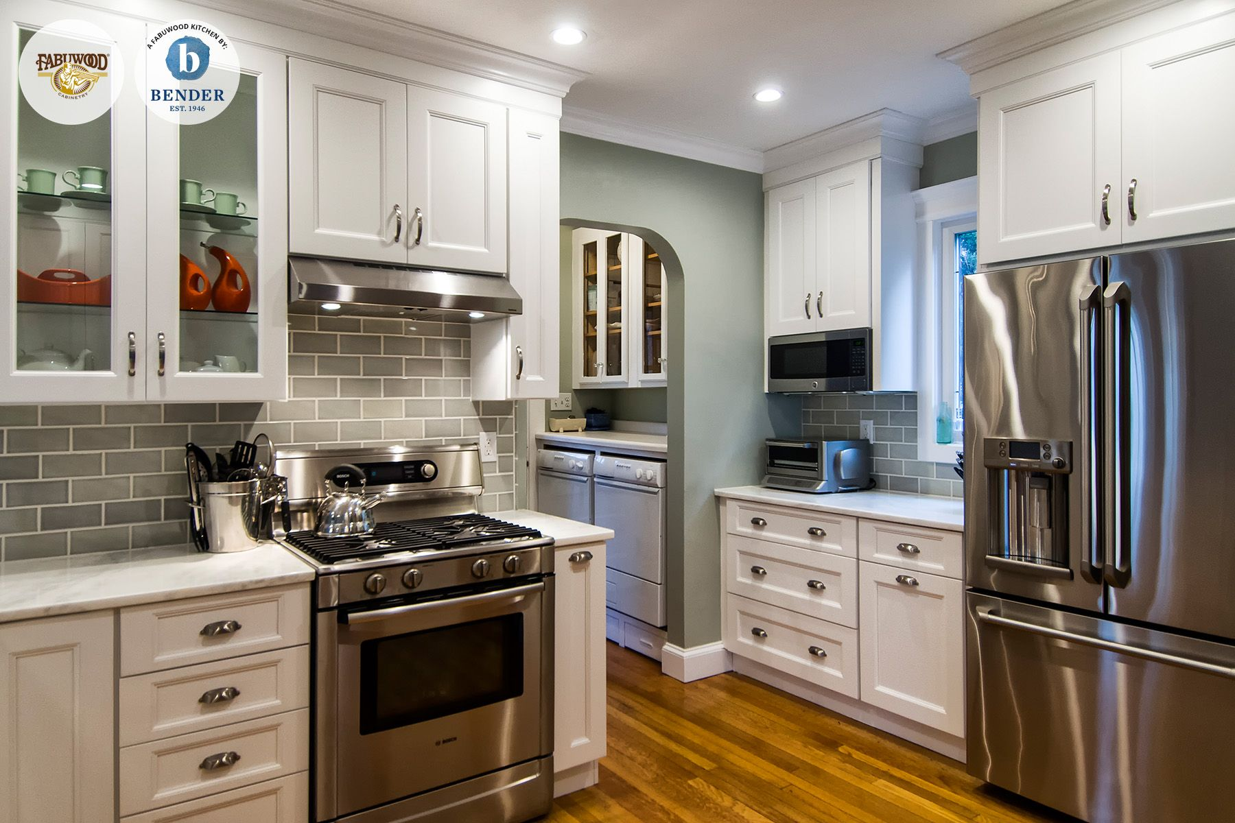 This Beautiful Fabuwood Nexus Frost Kitchen Was Built By Bender Plumbing Located In Norwalk Ct Http Www F Kitchen Redecorating Kitchen Fabuwood Cabinets