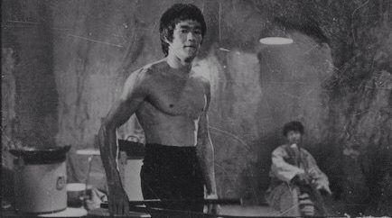 Behind The Scenes Of Enter The Dragon Bruce Lee Books Bruce Lee Photos Bruce Lee