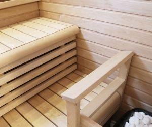 Sauna Supi-saunavahalla. Seinissä Hiili (2krt) ja