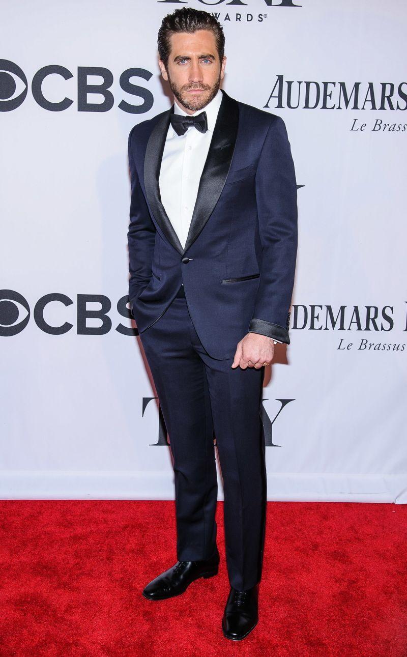 Jake Gyllenhaal in a midnight blue tuxedo at the 2013 Tony Awards ...