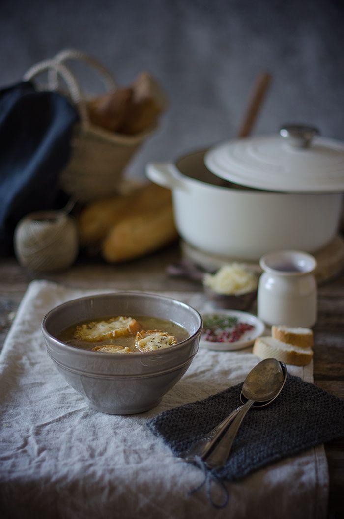 Sopa de cebolla gratinada {receta tradicional francesa} | French Onion Soup http://saboresymomentos.es