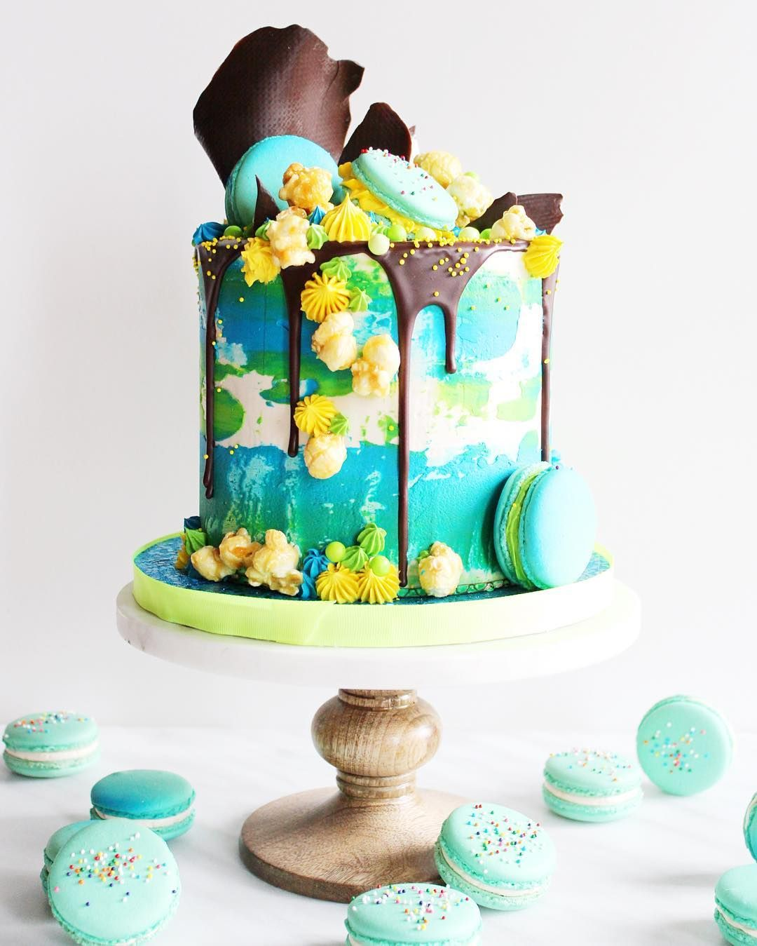 Fesselnd Jonathan Caleb   Bluw Grten Yellow Layer Cake Chocolate Drip Macarons
