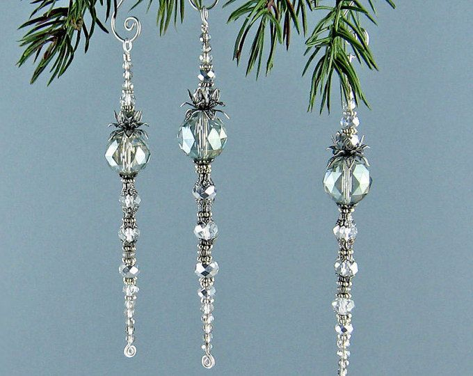 Suncatcher, Icicle Ornament, Weihnachtsschmuck, eisige Glaskristalle, helles Silber, handgemachte Aufhänger, Weihnachtsdekoration, einzigartiges Geschenk
