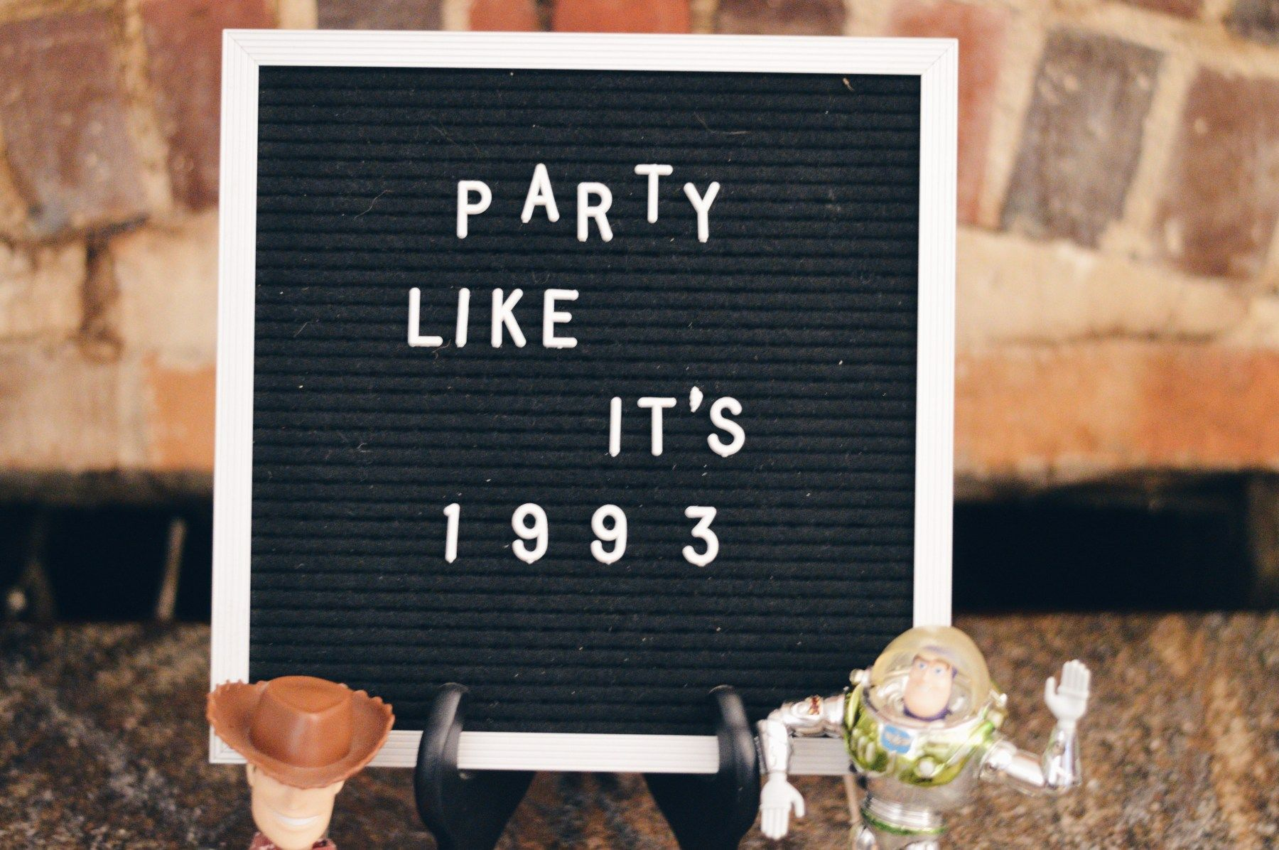 Party Like It's 1993: My 90s Themed Birthday Party- Shelbie at Home #50thbirthdaypartydecorations