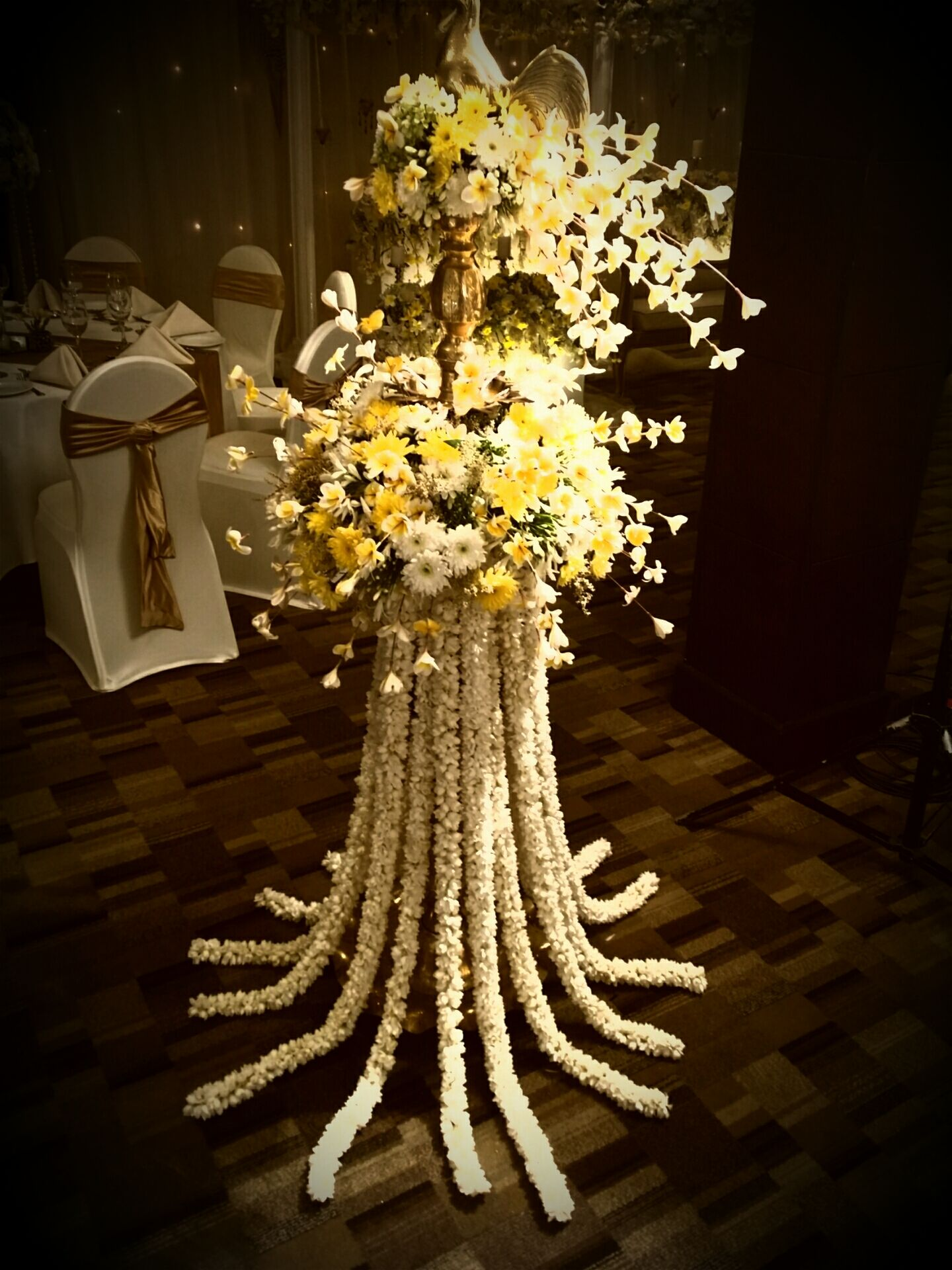 Oil lamp decoration the wedding flowers gallery for Lamp decoration ideas