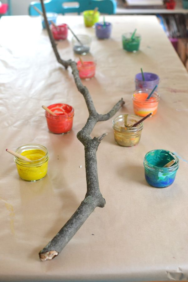 A painted branch collaborative art with kids bommel for Raumgestaltung mit kindern