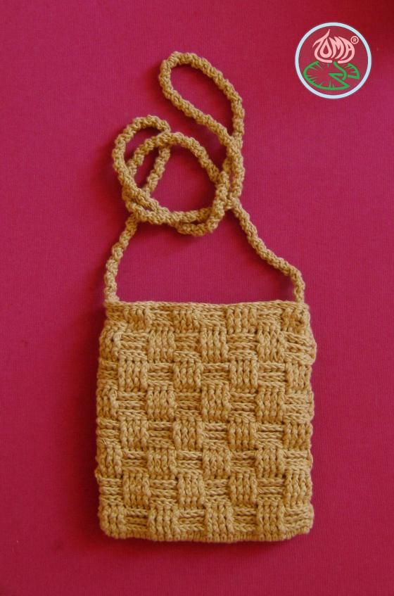 Free #Crochet Pattern: Over the Shoulder Basketweave Mini Purse ...