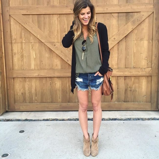 1ddd594820c9f BrightonTheDay Blog    Insta Blog Round Up + Markdowns    denim shorts  outfit    fall outfit ideas    spring outfit ideas    transitional outfits