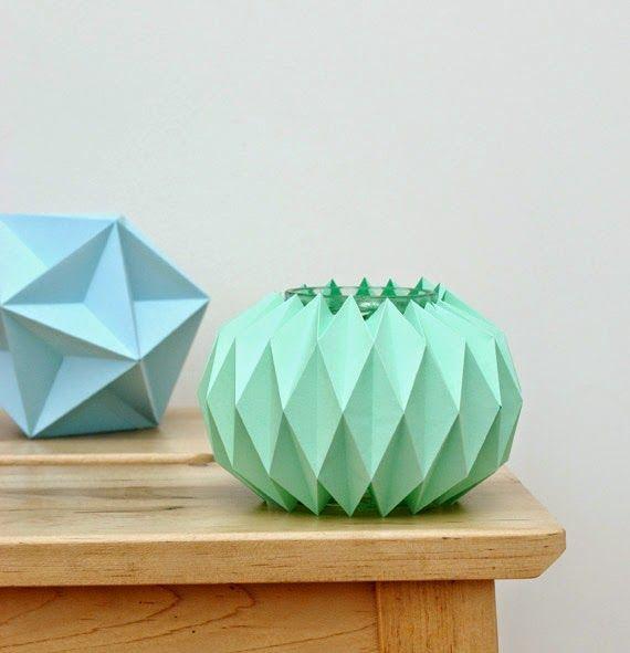 eine vase aus papier falten origami papier falten basteln mit papier und papier. Black Bedroom Furniture Sets. Home Design Ideas
