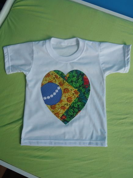 55dda317bfa83 Camisetas com aplique tema Brasil Infantil branca