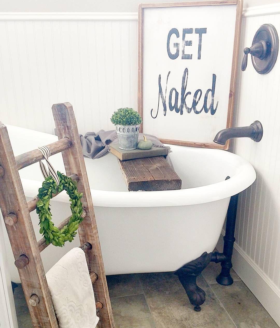 Farmhouse Bathroom...clawfoot Tub!