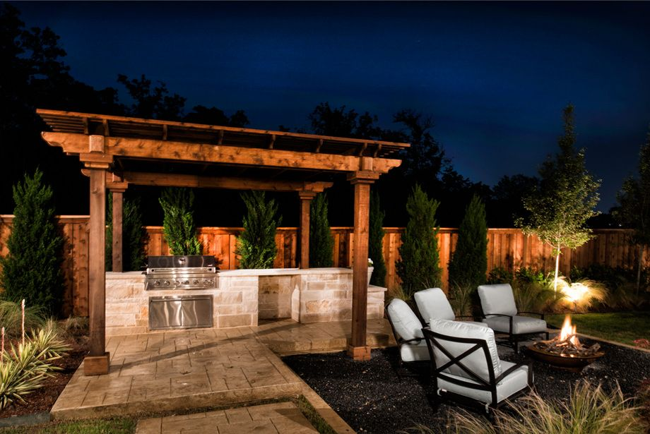 Outdoor Living - The Bellwynn Traditional