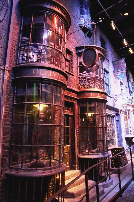 Hogwarts In The Snow Warner Bros Studios April Everyday Warner Bros Studios Warner Bros Studio Tour Harry Potter Studios London