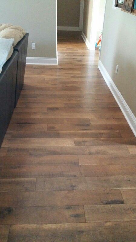 Pergo laminate wood flooring crossroads oak kitchen for Oak floor colors