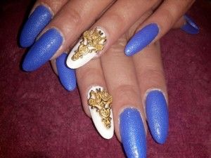 extravagant blue nails with gold ornament