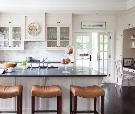 Une cuisine blanche classique d coration cuisine pinterest maison decoration et style cuisine for Cuisine blanche classique