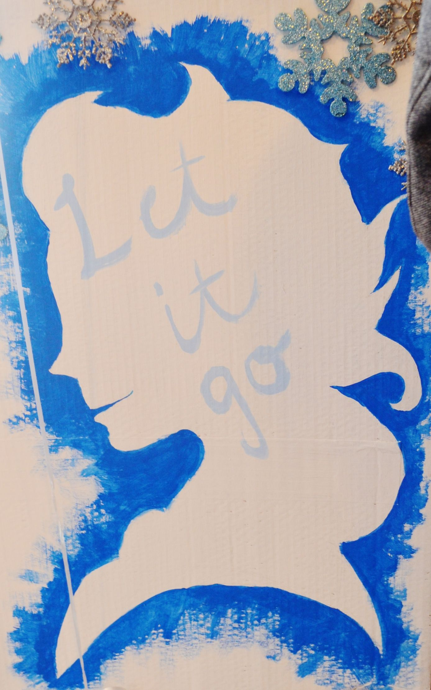 Frozen Elsa Outline diy acrylic paint sign-perfect for any Frozen Themed Event - Let It Go https://frankietotheskies.wordpress.com/portfolio/frozen/