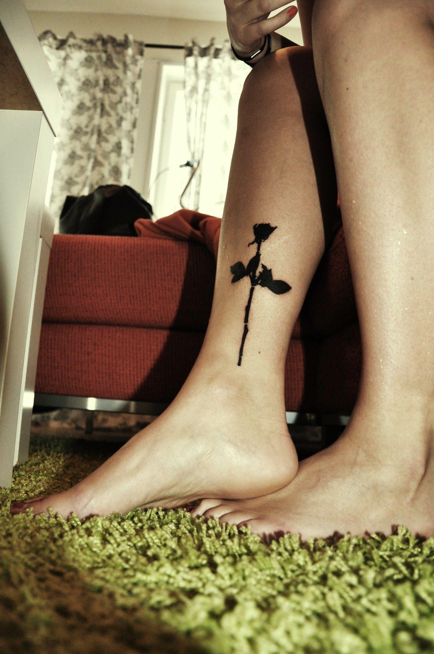8bbe9fcd03272 Tattoologist | Rose tattoo | Ink | Black rose tattoos, Rose tattoos ...