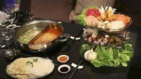 På hot pot-restaurant lager gjestene maten selv av førsteklasses råvarer.