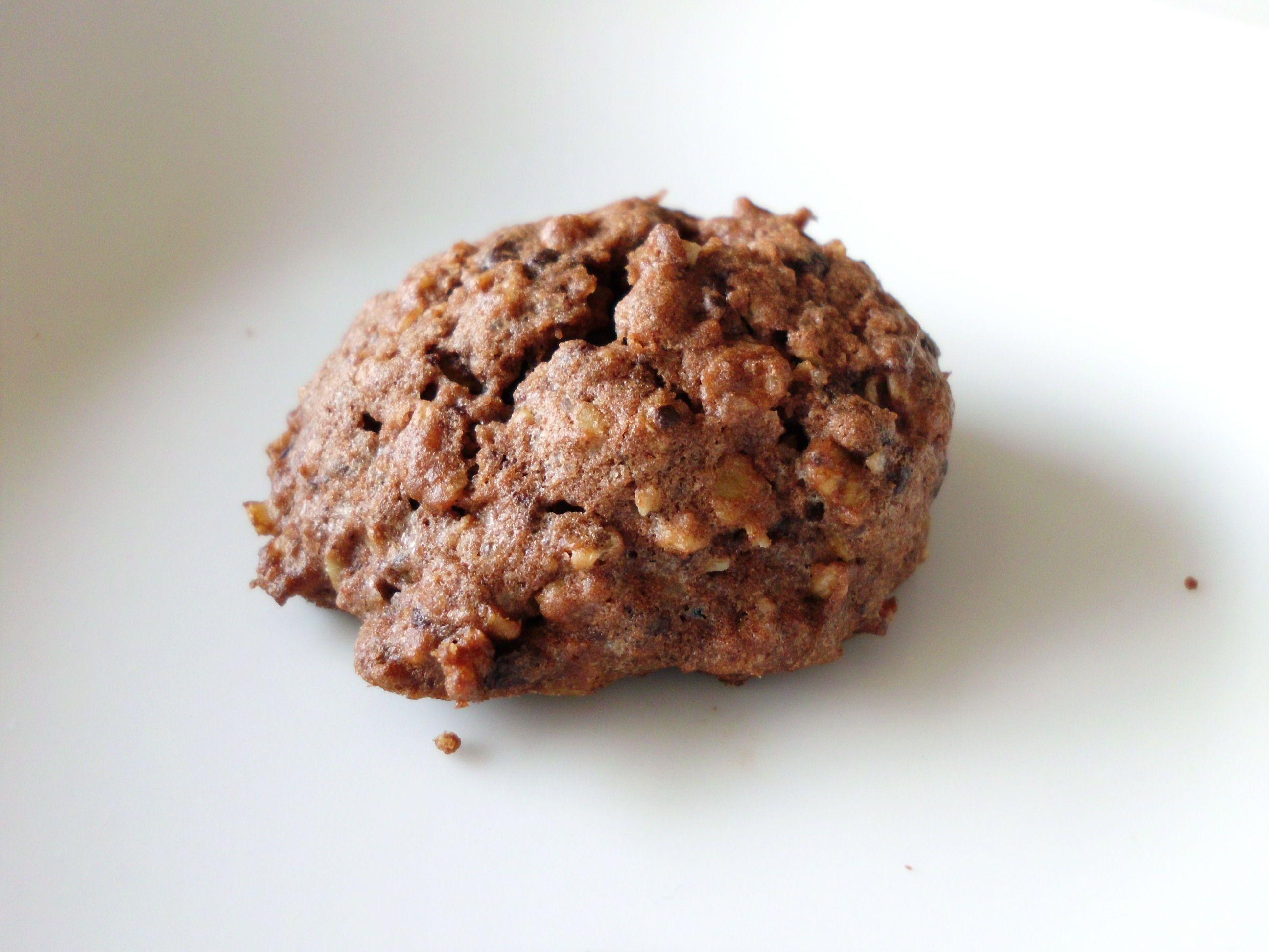 Bei uns gab es letzt zu einem gemütlichen DVD-Abend diese leckeren Kekse. Sie sind schnell gemacht, schön schokoladig und ich persönlich mag das kernige der Haferflocken sehr gern. Am besten schmec…