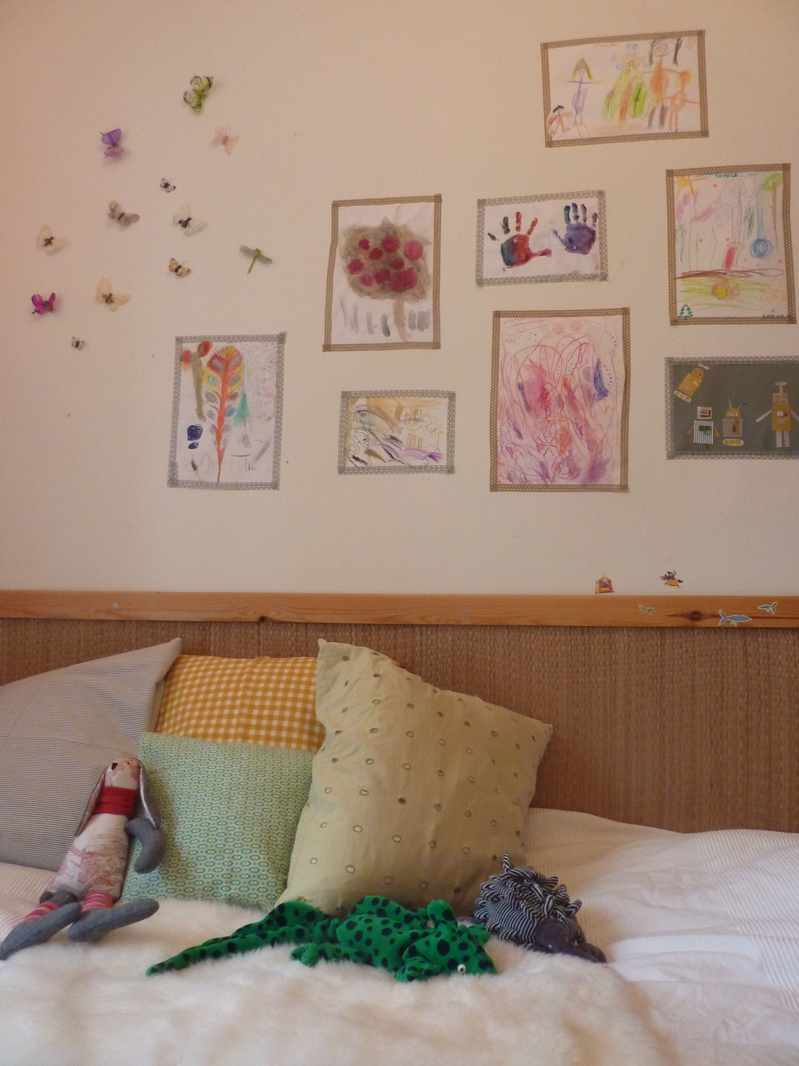 kids room, drawings on the wall