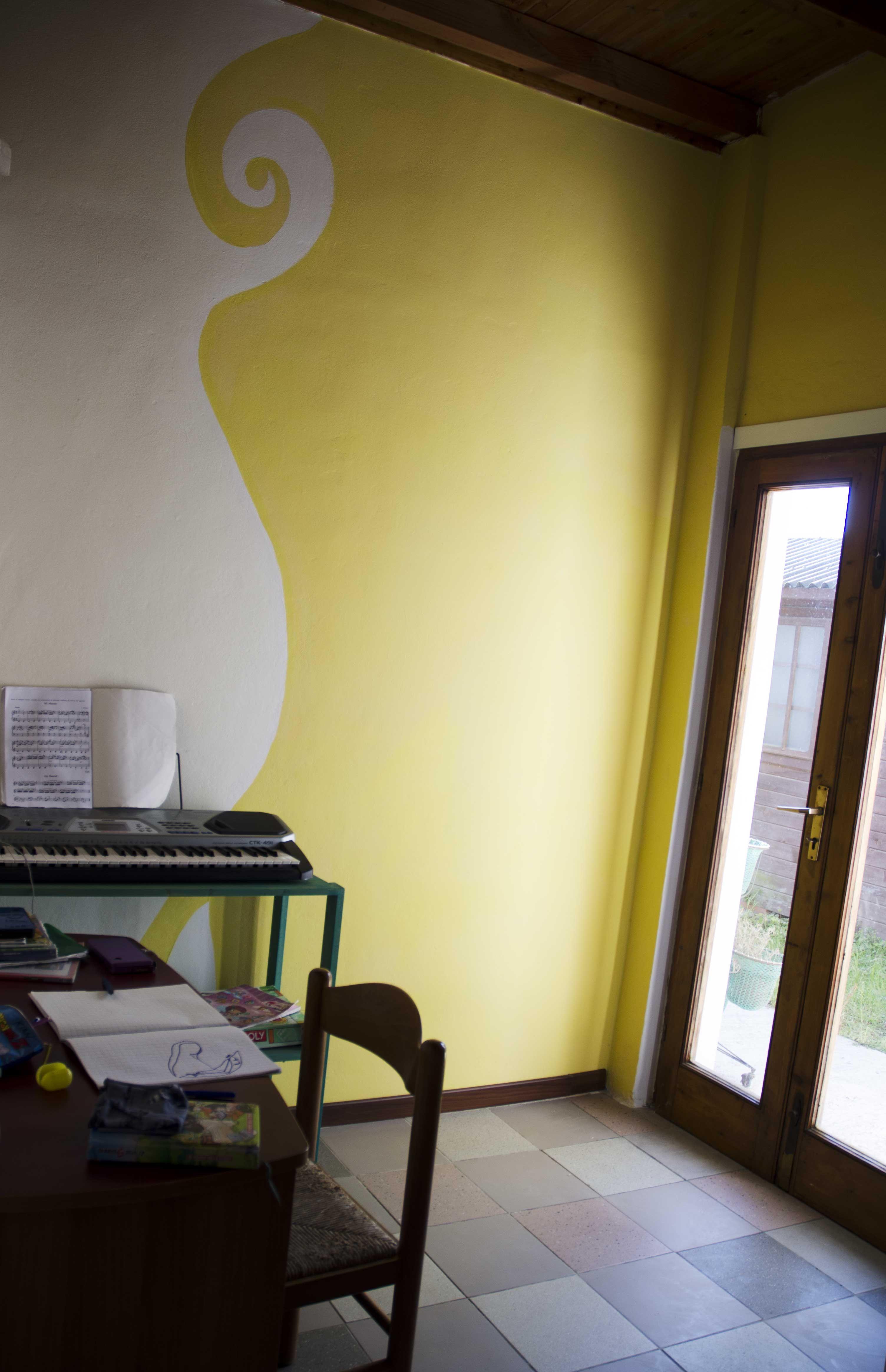 Pareti Bicolore Camera Da Letto.Cameretta Con Parete Bicolore Giochi Di Righe Home Decor Colors