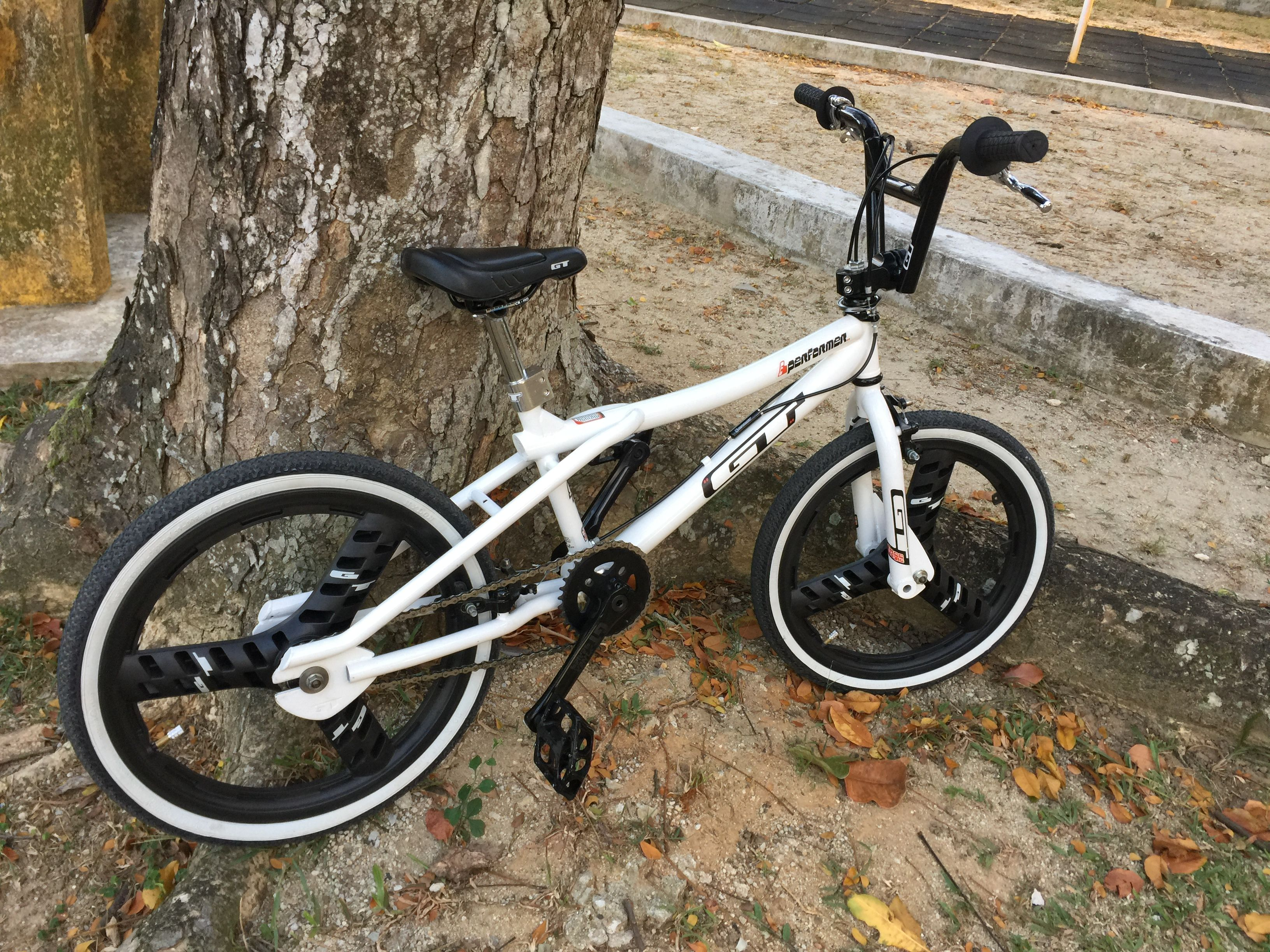 Pin By Scott Lindsey On Likesand Loves Old Scool Bmx Bicycle
