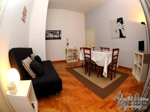Mecenate Dreams Apartment Roma Situated just 800 metres from the Colosseum, Mecenate Dreams Apartment offers self-catering accommodation in a seventeenth century building in Rome's historic centre. Free Wi-Fi access is available.