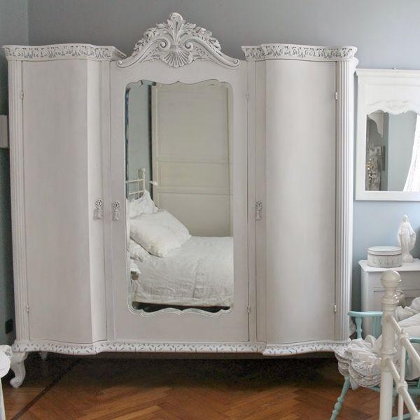 Restyling di un armoire french style ricolora la tua for Un insieme di mobili