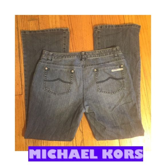 "SZ 10- MICHAEL KORS BOOTCUT JEANS-32"" INSEAM MICHAEL KORS CLASSIC 5 POCKET STYLING MEDIUM-LIGHTER WASH BOOTCUT JEANS. DECENT STRETCH-COTTON BLEND. RETAIL $98. 32"" INSEAM; LOWER RISE 9"". SZ 10, ACTUAL MEASUREMENTS LYING FLAT: WAIST 16.5""; 21"" HIPS. OVERALL VERY GOOD PRE-OWNED CONDITION. WEAR TO NOTE IS SHOWN-SOME FRAYING AT THE HEM ON THE BACK OF BOTH LEGS. PLEASE DO NOT HESITATE TO ASK ANY QUESTIONS! Michael Kors Jeans Boot Cut"