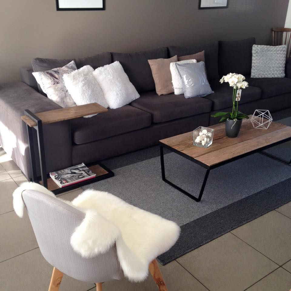 Mon home sweet home grand canap gris chaise de salon au pied compas scandinave table basse for Salon gris scandinave