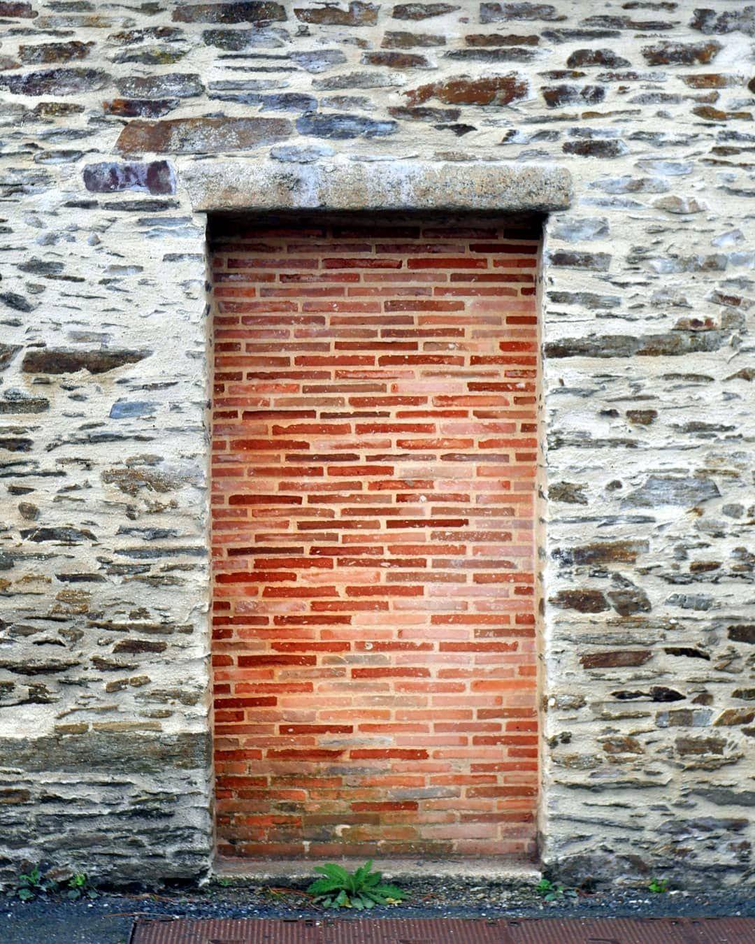 023 365 Reddoor Red Door Brick Redbrick Closeddoor Brick Garden Brick Garden Edging Brick Edging