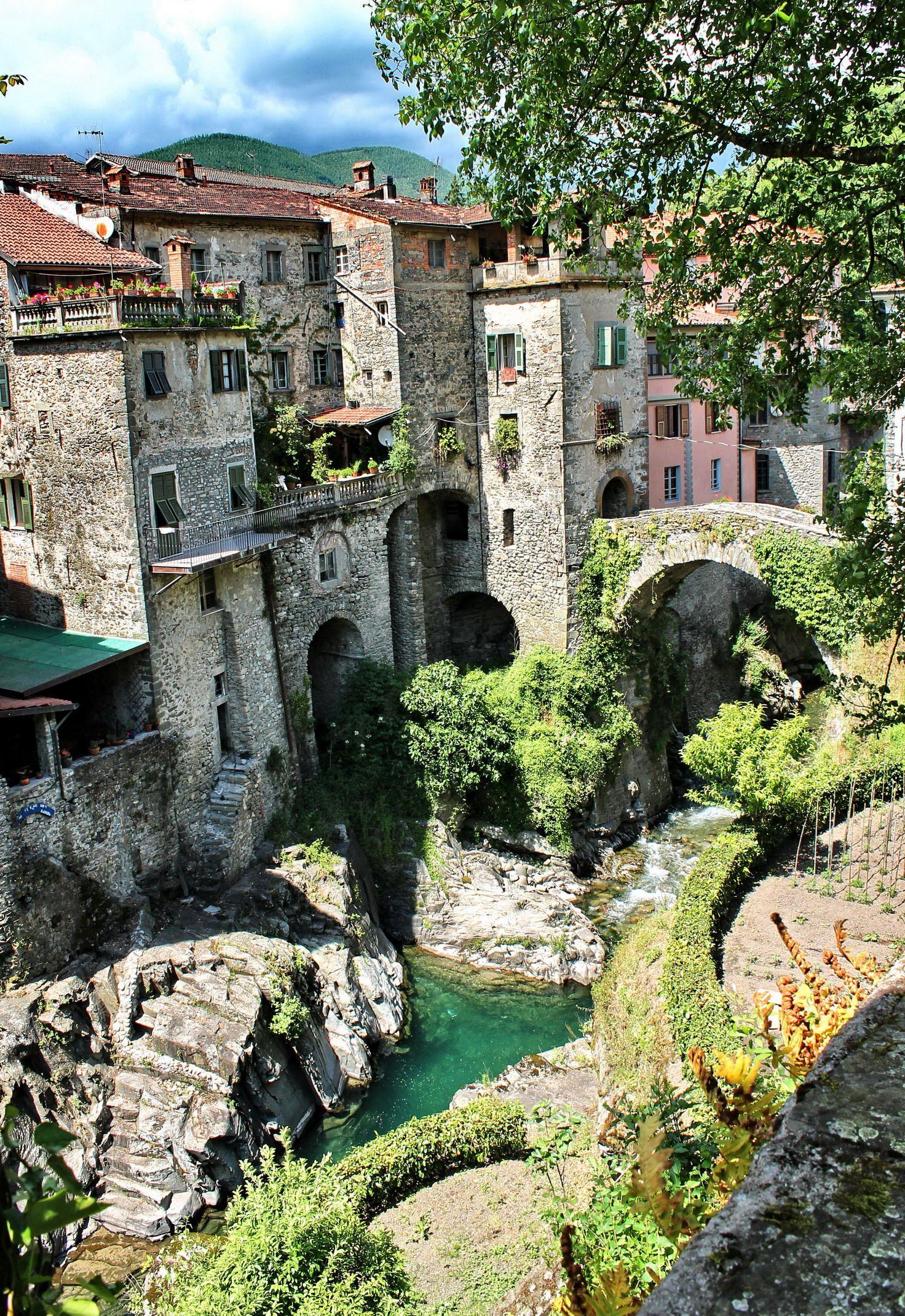 Title: Castello di Bagnone/ Town: Bagnone/ Province: Massa-Carrara/ Region: Tuscany(Toscana)/ Country: Central Italia