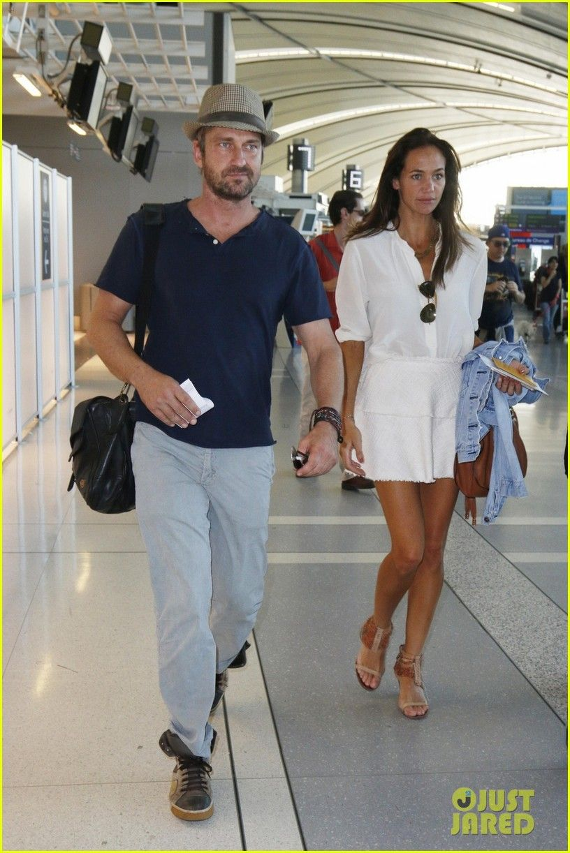 Gerard Butler Amp Girlfriend Morgan Brown Leave Toronto