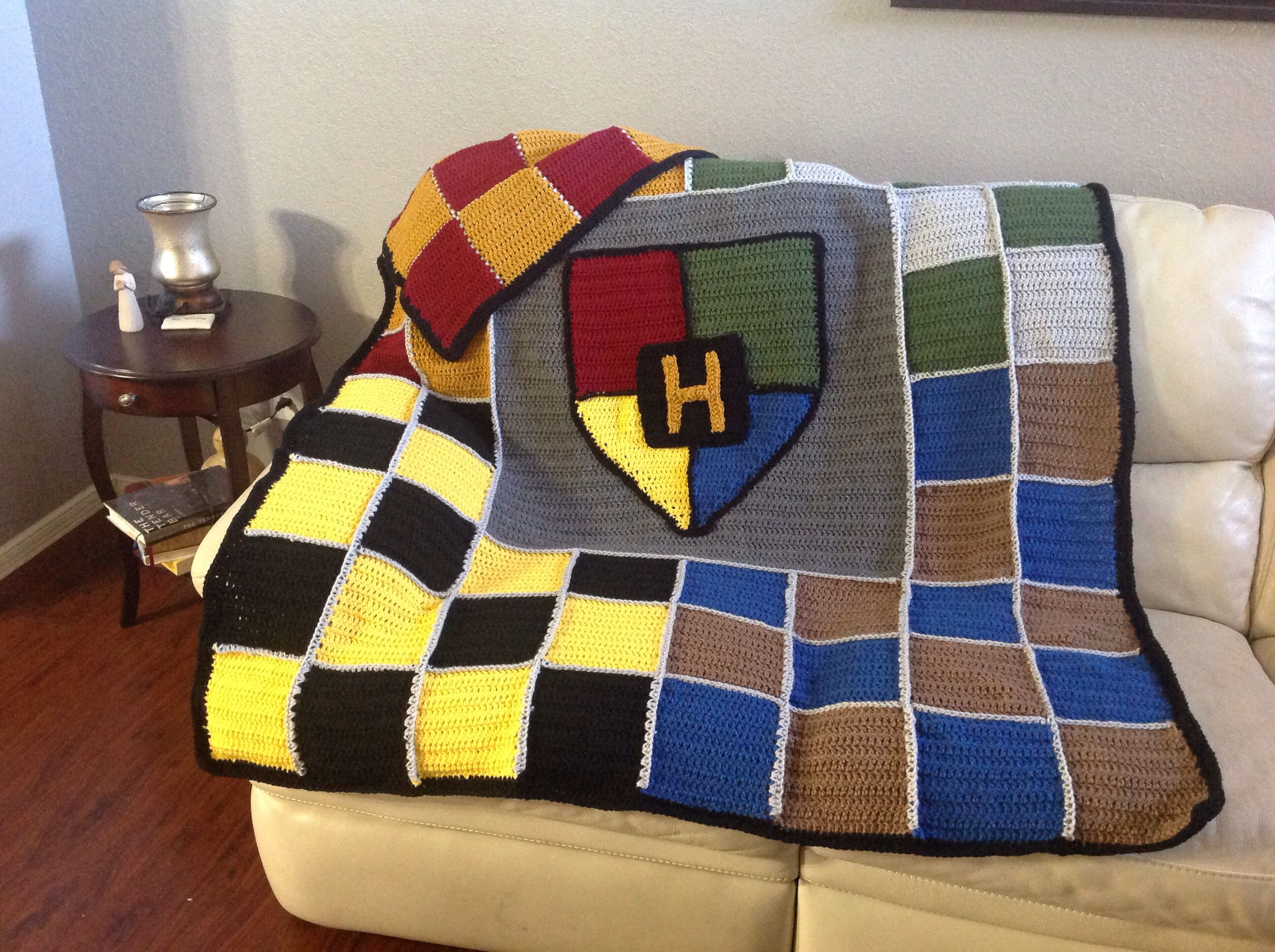 harry potter crochet afghan made for my daughter august 2014 yay h keln crochet. Black Bedroom Furniture Sets. Home Design Ideas