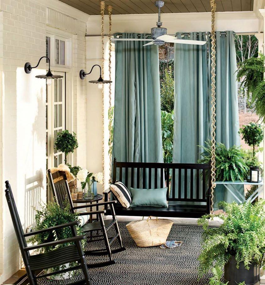 cortinas y cojines muy bien combinados con el porche las plantas le dan el toque especial - Porches Cerrados