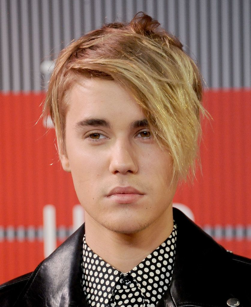 Pin For Later From Baby To Babe The Evolution Of Justin Biebers Incredible Hair 2015 Chose Sideswept Blond Strands At MTV Video Music