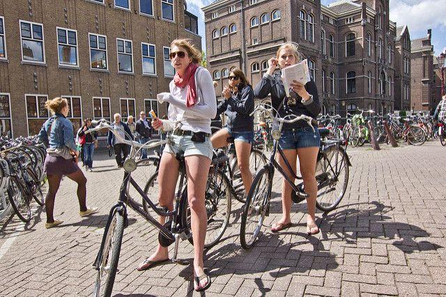 Oltre alla magnifica capitale, l'Olanda offre infinite mete che rendono il paese nordico il luogo ideale per un'affascinantee salutare vacanza on the road.Partendo da sud est, andand…