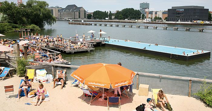 badeschiff in summer and winter the most awesome floating pool in the middle of the spree. Black Bedroom Furniture Sets. Home Design Ideas