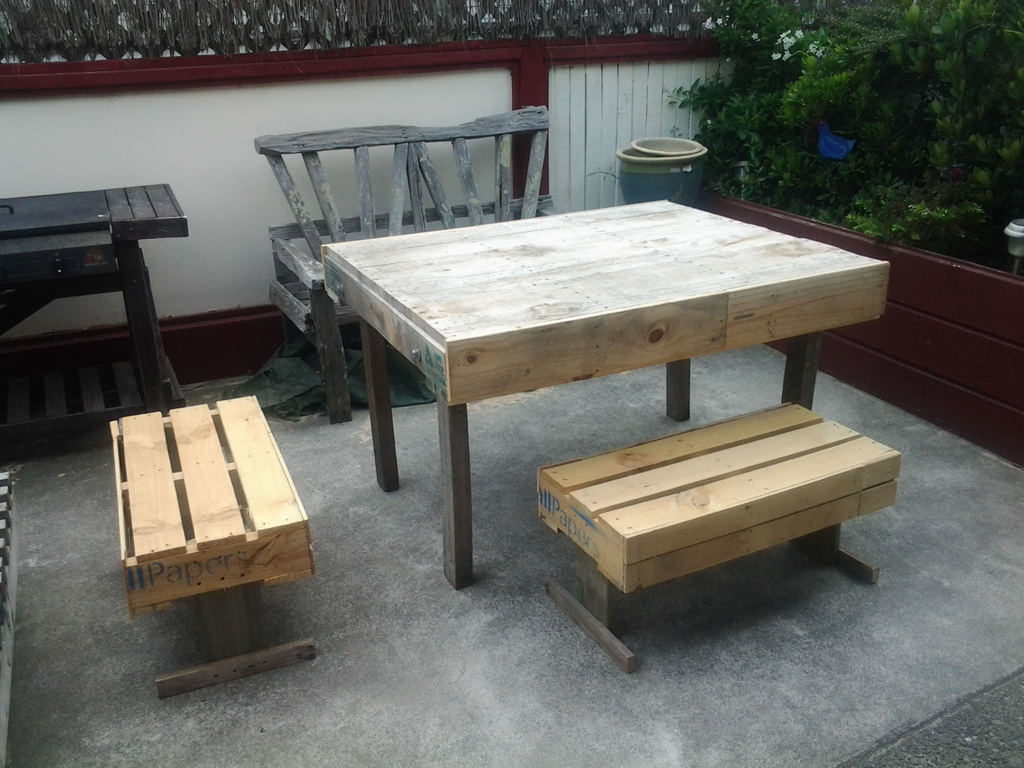 Complete Pallet Garden Set Pallet Ideas 1001 Pallets: Outdoor Pallets Table & Chairs