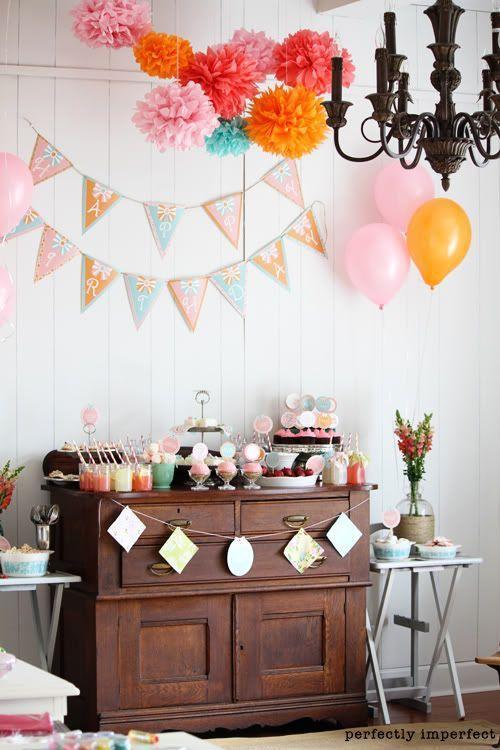 5158e72d8d Ideias criativas para painel de festa de aniversário - Painel com  bandeirolas